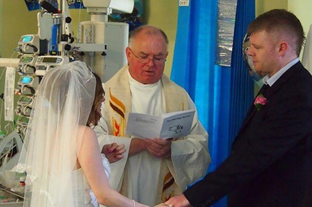 Jemma và Craig làm đám cưới bên giường bệnh để hoàn thành tâm nguyện cuối cùng của con trai.
