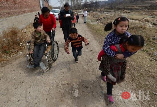 Nhận 40 con nuôi khuyết tật trong vòng 26 năm