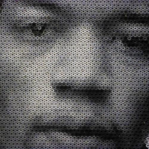Ảnh chân dung được ghép từ hàng ngàn đinh ốc