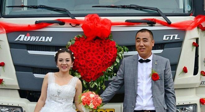 Cô dâu, chú rể hạnh phúc trong ngày cưới. (Nguồn: Chinadaily)