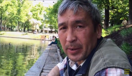 Nga: Người đàn ông vô gia cư trở thành blogger nổi tiếng