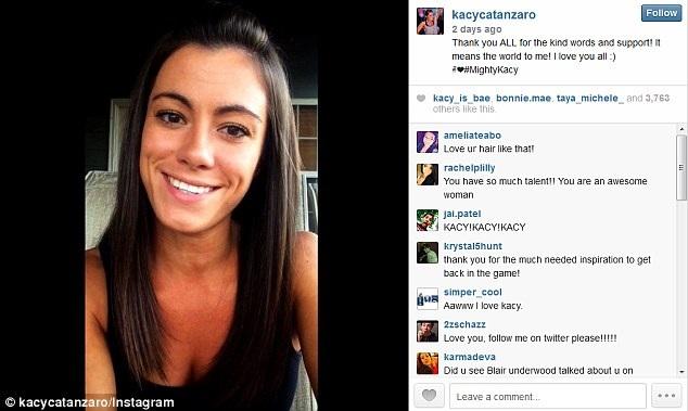 Hình ảnh Kacy chia sẻ, chuyện trò với fan hâm mộ qua instagram.