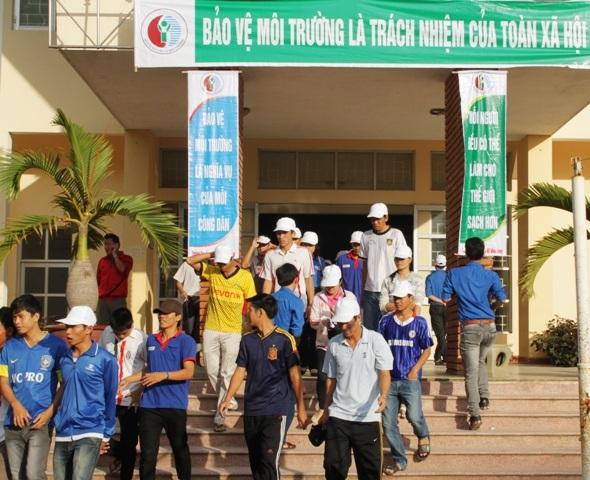 Hàng ngàn thanh niên, học sinh hăng hái tham gia lễ phát động
