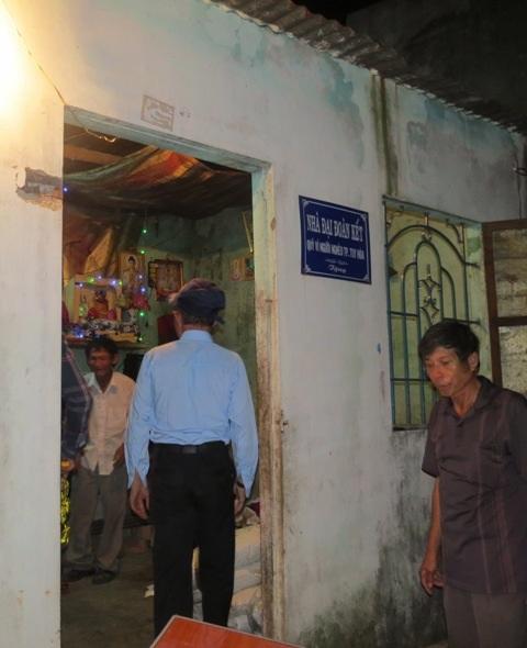 Nhà bà Hạnh rất nghèo đã được địa phương hỗ trợ xây dựng nhà tình thương
