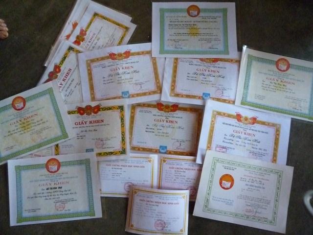Dù khó khăn nhưng 12 năm qua Kim Huệ luôn là học sinh giỏi xuất sắc