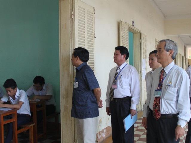 Thanh tra Bộ GD-ĐT kiểm tra thi tại Bình Định. (Ảnh: Doãn Công)