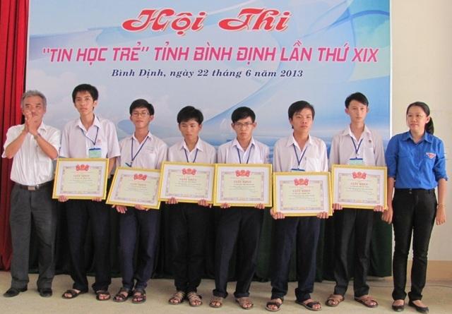 Các thí sinh đạt giải cao khối THPT và THCS