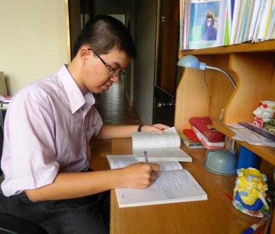 Em Bùi Việt Hoàng thủ khoa trường ĐH Quy Nhơn với số điểm 27 (Toán 8,75; Lý 8,5; Hóa 9,5).