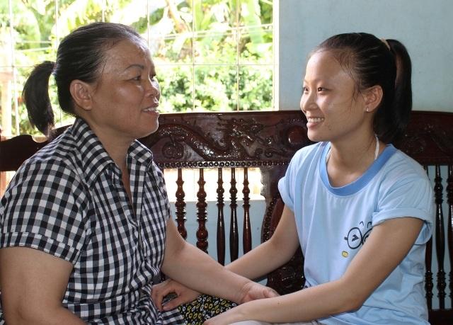 Danh hiệu thủ khoa chính là món quà ý nghĩa mà Hoàng Oanh muốn dành tặng ba mẹ.