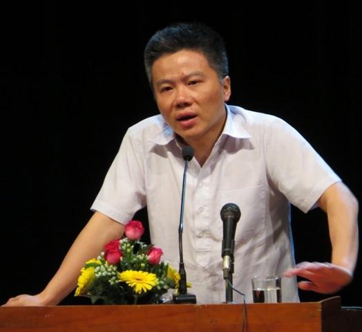 GS. Ngô Bảo Châu có buổi giao lưu thú vị với giáo viên, học sinh tỉnh Bình Định.