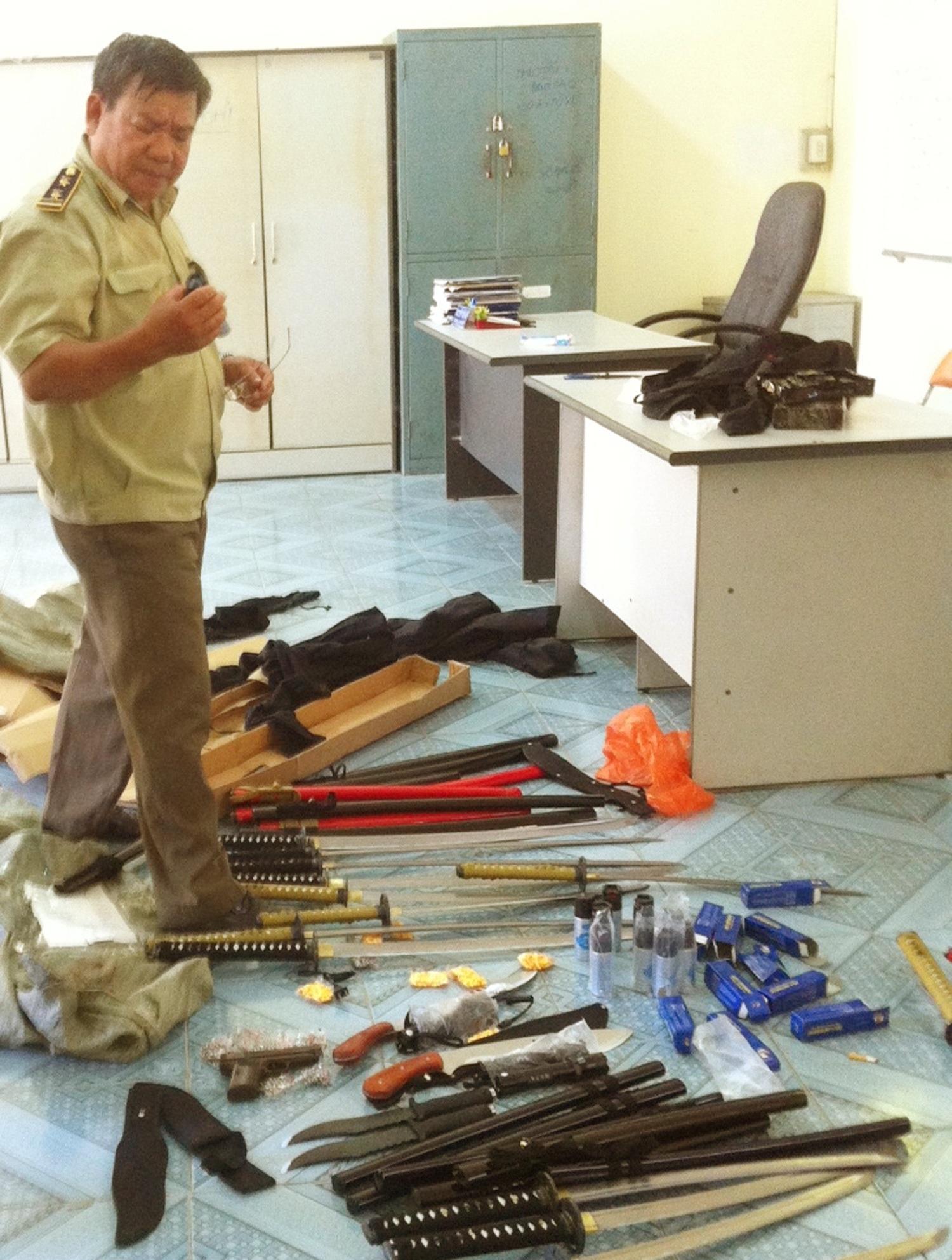 Số vũ khí gồm súng, dao kiếm được được cơ quan chức năng tạm giữ
