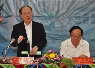 Chủ tịch Quốc Hội Nguyễn Sinh Hùng làm việc với lãnh đạo tỉnh Bình Định