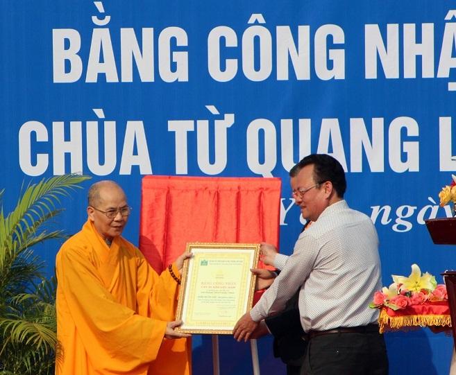 Trao bằng công nhận quần thể 20 cây xoài Chùa Từ Quang là Cây Di sản Việt Nam