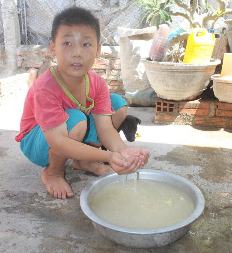 Nước bị ô nhiễm, rửa tay còn sợ, nói gì đến dùng để nấu ăn