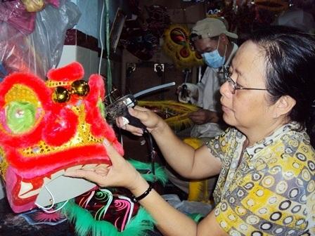 """Phố đèn lồng truyền thống: Vẫn cần mẫn """"tô sắc"""" đêm Trung Thu - 2"""
