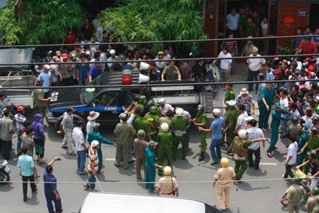 Cảnh sát phong tỏa khách sạn, truy bắt một số đối tượng