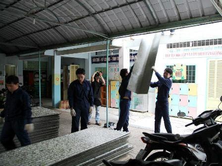 Quán café 4A tại NVH Thanh Niên chỉ còn ánh sáng le lói của một vài bóng đèn compact