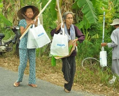 Nhiều hộ gia đình nghèo đã được tiếp cận với công nghệ chiếu sáng mới