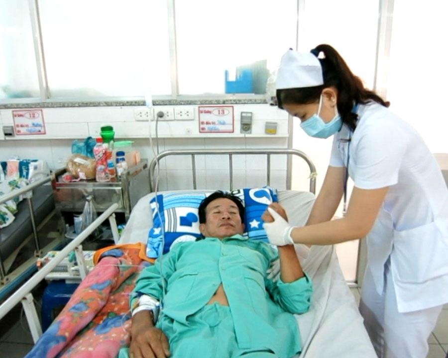 Động tác tập tay cho bệnh nhân khi nằm: cần vận động khớp vai, khuỷu tay, cổ tay và các ngón