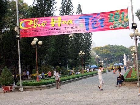TP HCM: Khai mạc hơn 100 chợ hoa tết