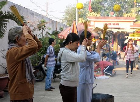 Nô nức đi lễ chùa ngày Rằm tháng Giêng