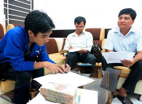4 năm sau, hai cha con em Thuậntiếp tục chạy đua với tử thần tại BV huyện Củ Chi