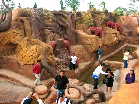 Đường hầm lộ thiên bằng đất sét khắc họa thiên nhiên, con người và lịch sử hình thành Đà Lạt