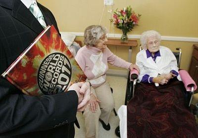 Người già nhất thế giới bước sang tuổi 115 - 1
