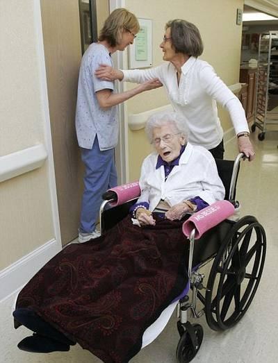 Người già nhất thế giới bước sang tuổi 115 - 2