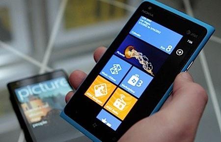 Windows Phone 4G đầu tiên lên kệ vào ngày 8/4