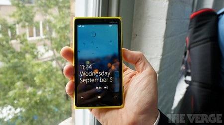 Lumia 920 có màn hình rộng 4,5-inch