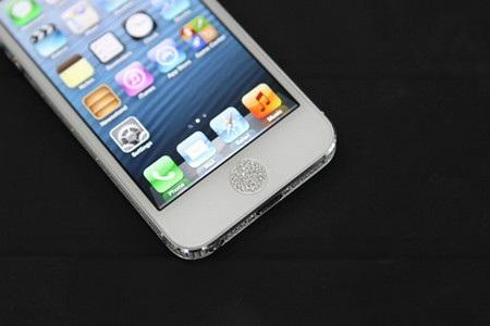 iPhone 5 được đính kim cương ở đường viền máy và phím Home vật lý.