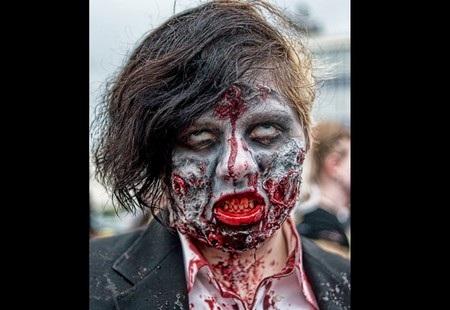 """Một xác sống zombie được """"trang điểm"""" kỹ lượng"""