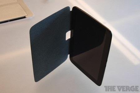 Nexus 10 sau khi đã mang lớp vỏ bọc