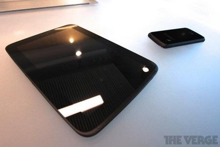 Máy tính bảng Nexus 10 và smartphone Nexus 4