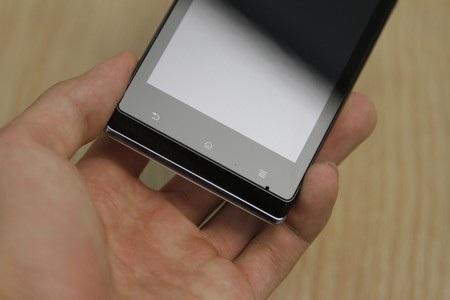 3 phím bấm cảm ứng nằm ở phía dưới màn hình