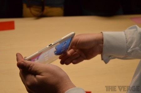 Cổng kết nối Lightning kiểu mới như trên iPhone 5
