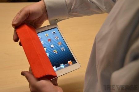 Lớp vỏ bọc smart cover tương tự như trên iPad 2