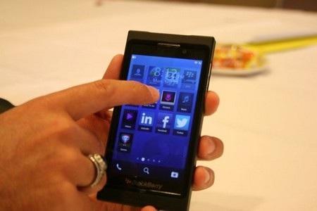 """BlackBerry 10 được xem là """"phao cứu sinh"""" để giúp RIM thoát khỏi tình cảnh bi đát hiện nay"""