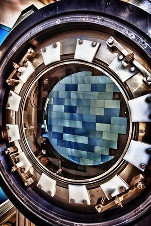 """""""Trái tim"""" của chiếc máy ảnh Dark Energy Camera, với 62 tấm cảm biến CCD riêng biệt"""