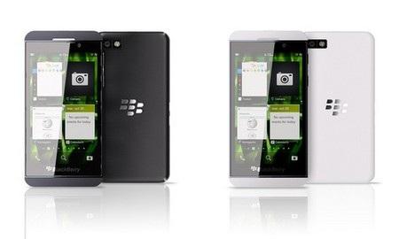 2 phiên bản màu trắng và đen của BlackBerry Z10