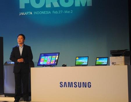 Bộ đôi sản phẩm thuộc dòng Series 7 (phải) và màn hình cảm ứng Series 7 Touch (trái)