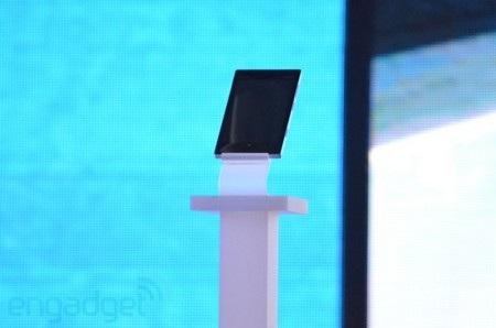 Chiếc máy tính bảng xuất hiện trên sân khấu sự kiện của Nokia khiến không ít người tò mò