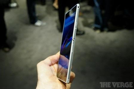 Nút nguồn dạng tròn tương tự như trên những mẫu smartphone gần đây của Sony