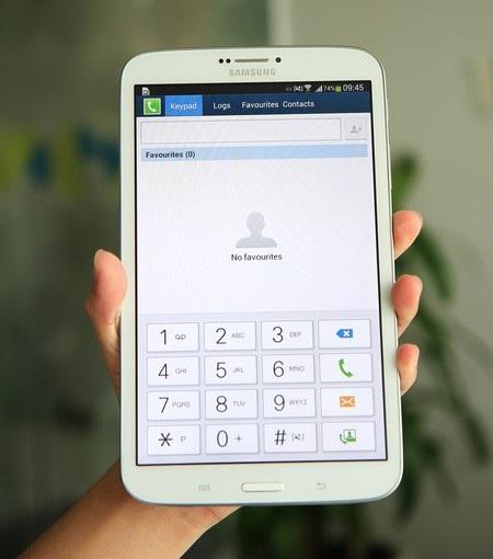 Galaxy Tab 3 8.0 có thiết kế khá gọn nhẹ nên dễ dàng sử dụng bằng một tay