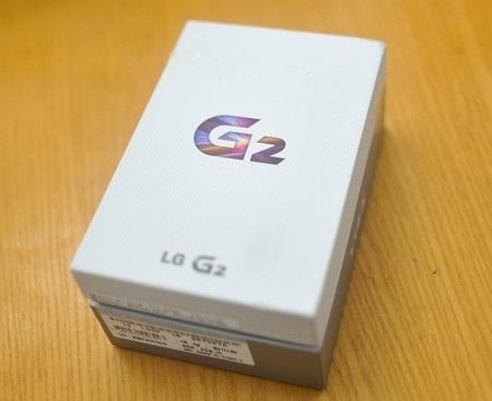 Hộp đựng của LG G2 khá đơn giản.
