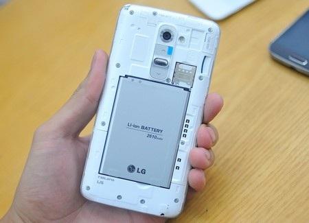 LG G2 phiên bản nội địa Hàn Quốc có thể tháo rời vỏ máy và pin.