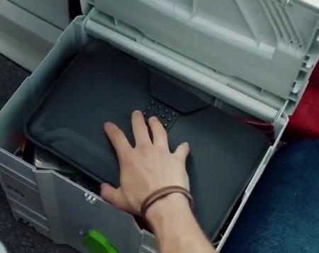 """Hình ảnh chiếc máy tính bảng thấp thoáng trong """"gói hàng bí mật"""""""