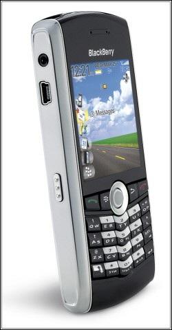 BlackBerry 8100, smartphone được tích hợp camera và bi lăn đặc trưng của RIM