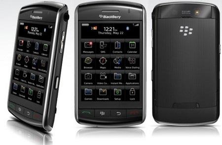 BlackBerry Storm không đủ sức để cạnh tranh với iPhone của Apple